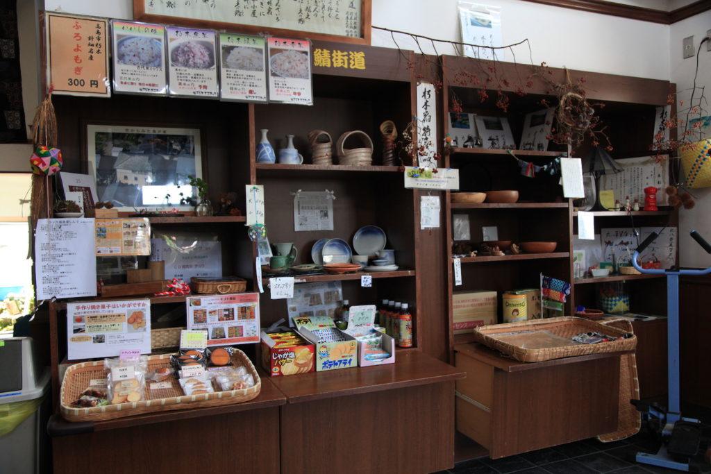 「百貨店」の商品棚